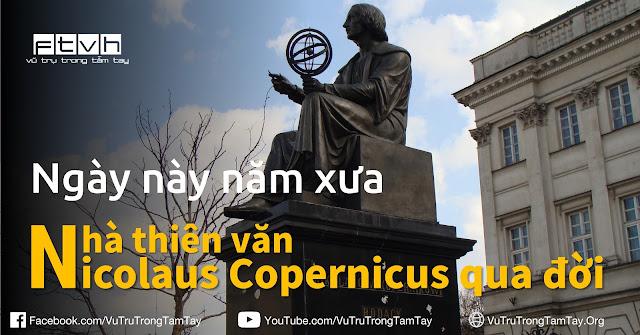 Tượng đài nhà thiên văn học Nicolaus Copernicus ở Warsaw, Ba Lan. Tác giả hình : Bj.schoenmakers.