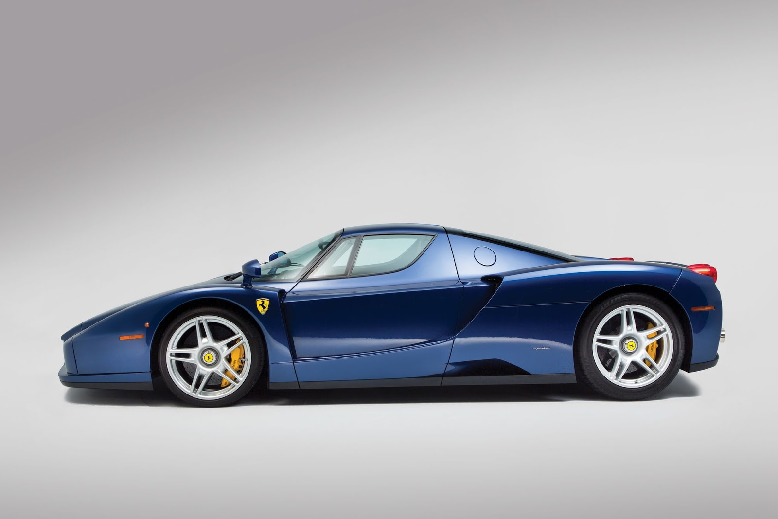 blue ferrari enzo a 2 4 million bargain at auction carscoops. Black Bedroom Furniture Sets. Home Design Ideas