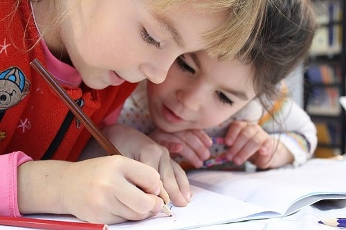 4 Rahasia Agar Anak Jadi Pintar di Sekolah dan Membanggakan Orang Tua