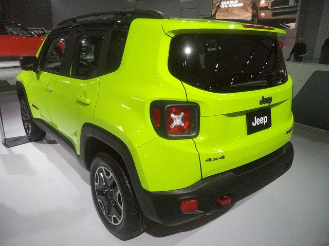 Jeep Renegade Trailhawk ソーラーイエロー リア