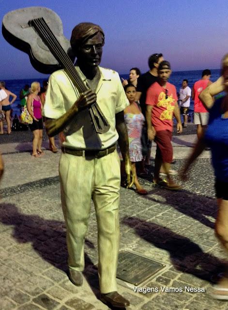 Estátua de bronze em tamanho natural de Tom Jobim em Ipanema, RJ