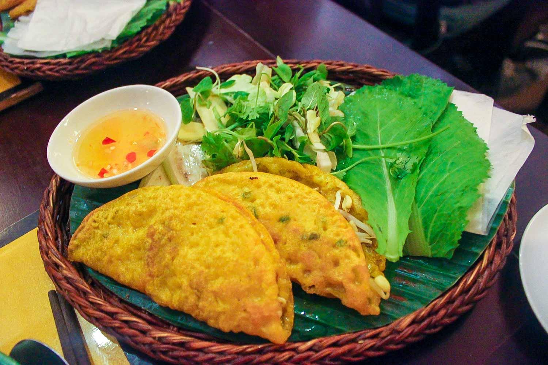 banh xeo sizzling pancake vietnamese