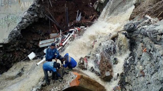 Rumah Warga dan Turap Kali di Depok Ambruk akibat Hujan Deras