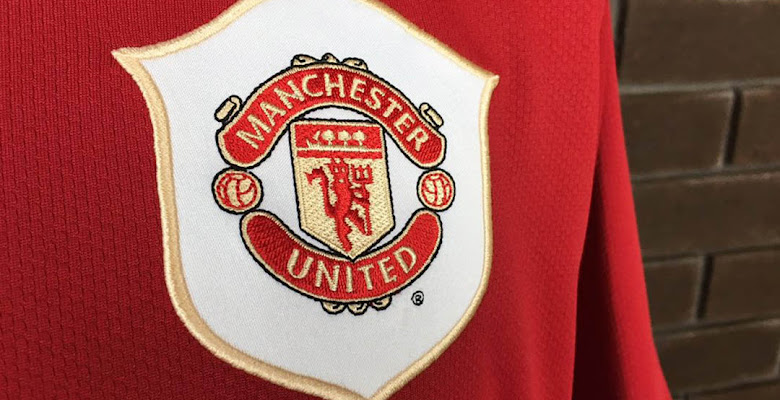 4e05f6605a3 Closer Look  Nike Manchester United 2006-07 Home Kit