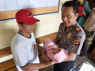 bayi ditelantarkan ibunya