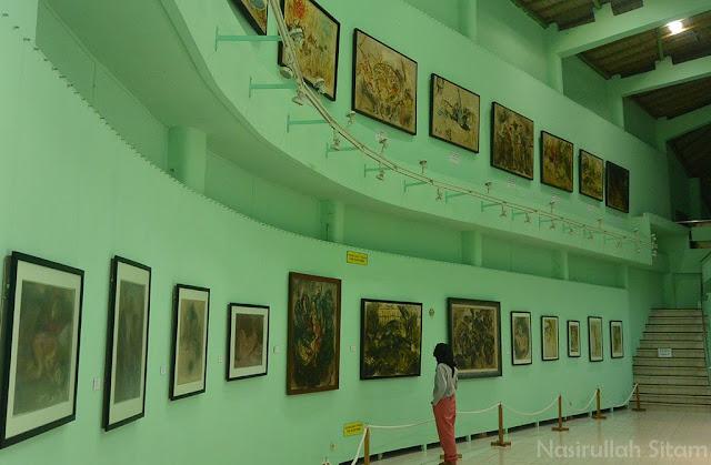 Lukisan di Gallery pertama Museum Affandi