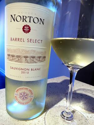 Bodega Norton Barrel Select Sauvignon Blanc 2015 - Mendoza, Argentina (86 pts)