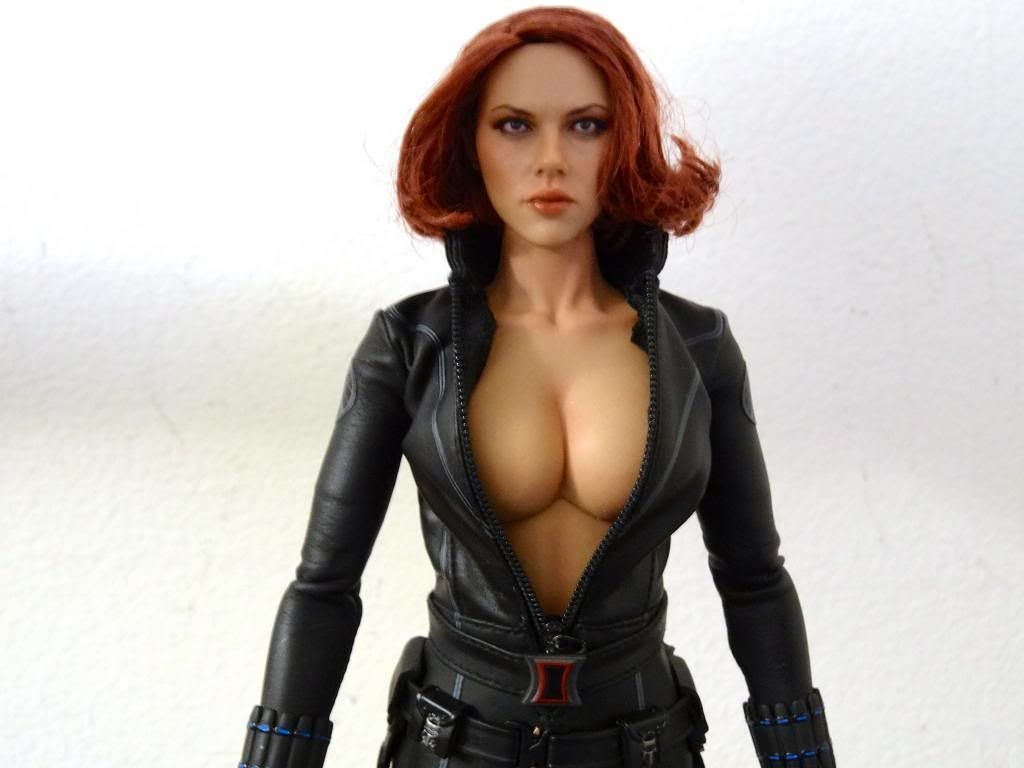 Black widow desnuda