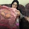 Mengangkat Rompi Berdarah, Ibunda Razan: Ini Senjata Anakku