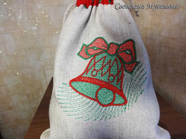яркая новогодняя вышивка для подарочной упаковки