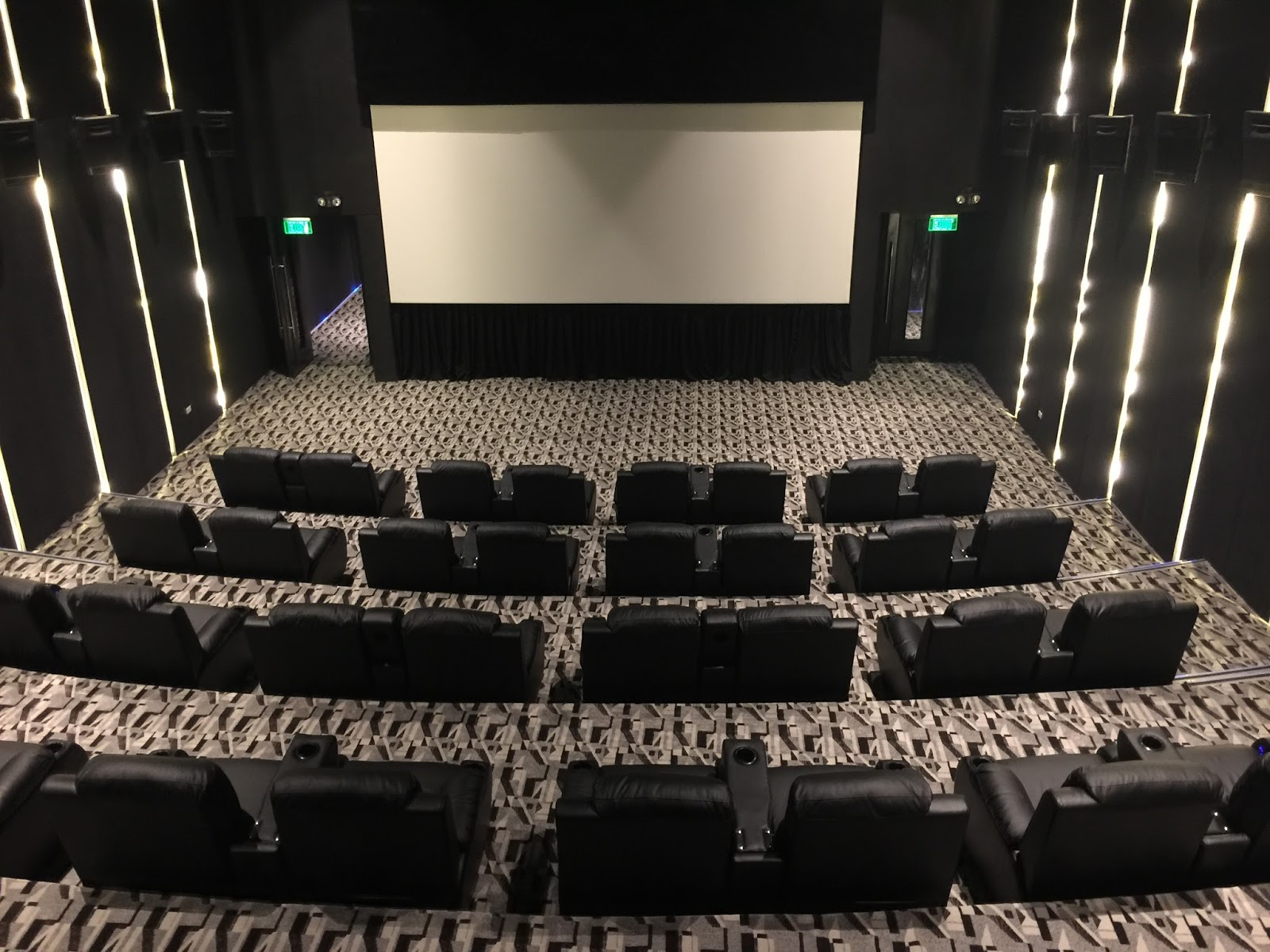 Recliners That Do Not Look Like Recliners Lakwatsera Lovers New Luxury Theaters Opens At Vista Mall