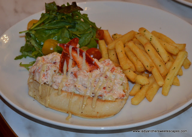 Sugar Factory Lobster roll