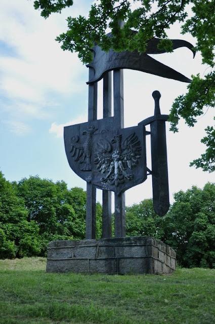 Pomnik na cedyńskim grodzisku