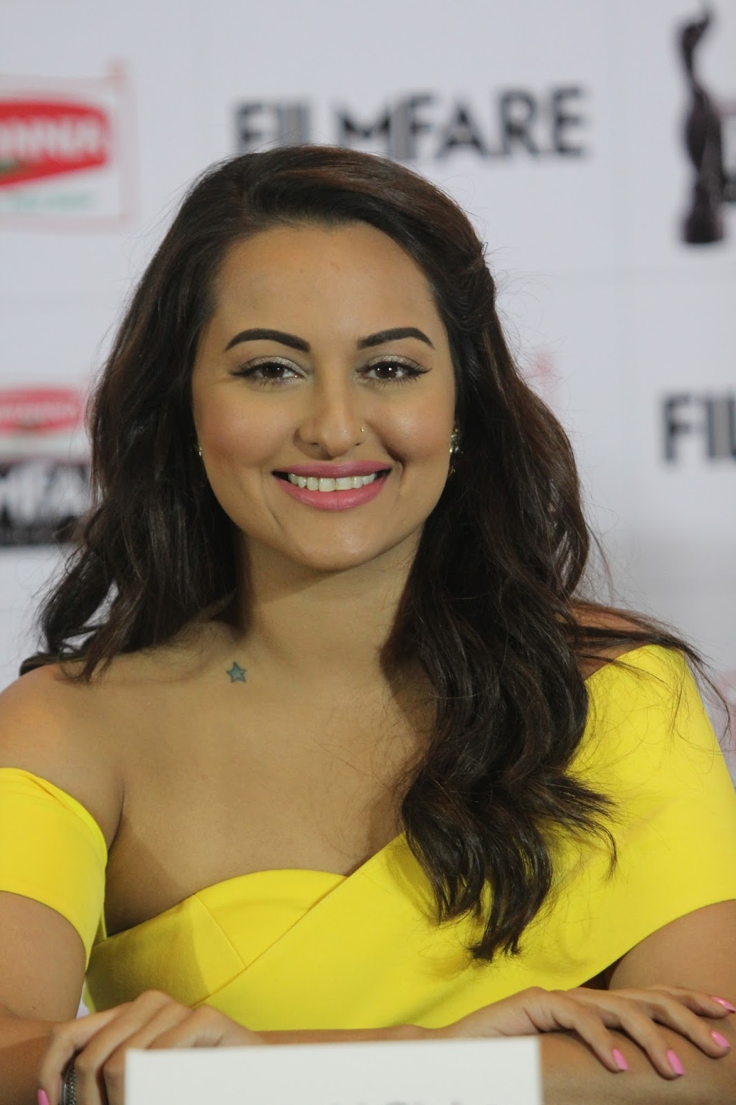 Sonakshi Sinha 2016 Spicy Photos In Colorful Yellow Dress