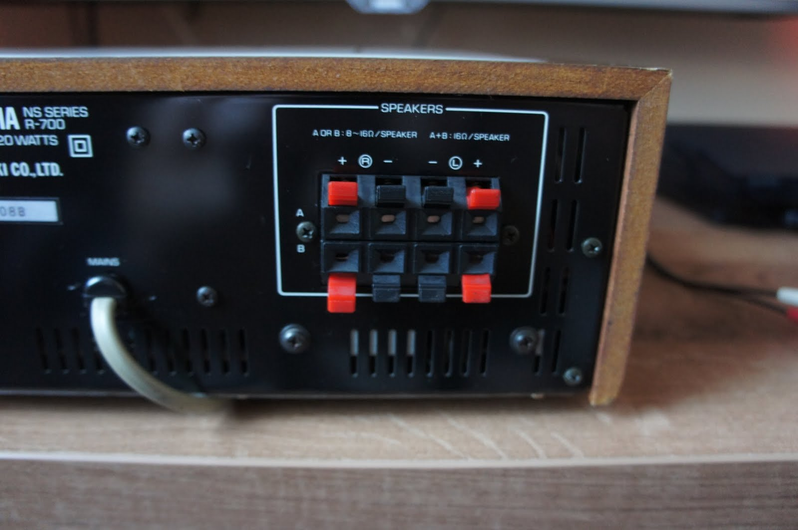 yamaha r 700 stereo receiver audiobaza. Black Bedroom Furniture Sets. Home Design Ideas