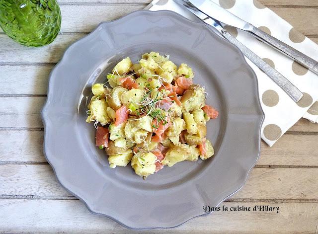 Salade de pommes de terre, truite fumée et graines germées