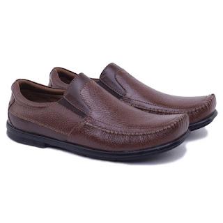 sepatu kerja pria kulit,sepatu kets pria semi formal,sepatu kerja lapangan kulit premium,gambar sepatu casual semi formal,sepatu kantor pria tanpa tali, grosir sepatu kerja murah cibaduyut