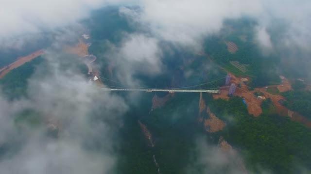 China Pecahkan Rekor Jembatan Kaca Terpanjang di Dunia