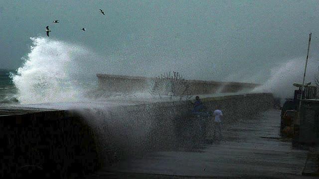 Ποδαρικό με βροχές έκανε ο Δεκέμβριος: Ποτάμια οι δρόμοι στη Κέρκυρα - Αποκλείστηκαν χωριά στην Ήπειρο (βίντεο)