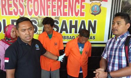 Kapolres Asahan, AKBP Faisal Napitupulu didampingi Kasat Reskrim AKP Ricky Pripurna Atmaja falam temu pers pemaparan tersangka cabul di Asahan.