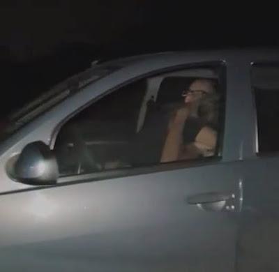 Casal é apanhado fazendo sexo no carro a 110km/h