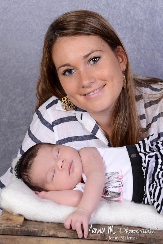 séance photo naissance, portrait maman et bébé studio