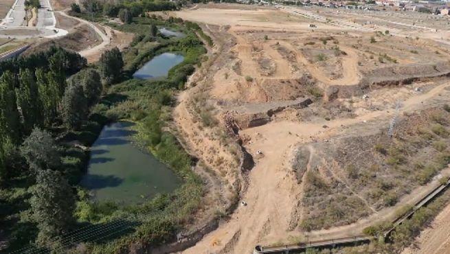 Una empresa planea ubicar una playa artificial en alovera for Como hacer una laguna artificial
