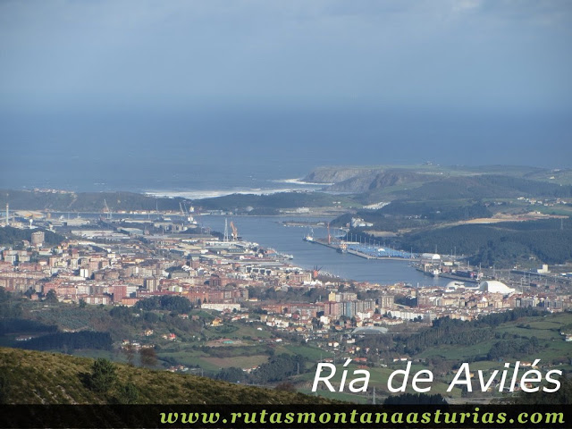 Vista de Ría de Avilés desde el Gorfolí