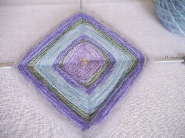 laines pastels pour fabriquer un ojo de dios