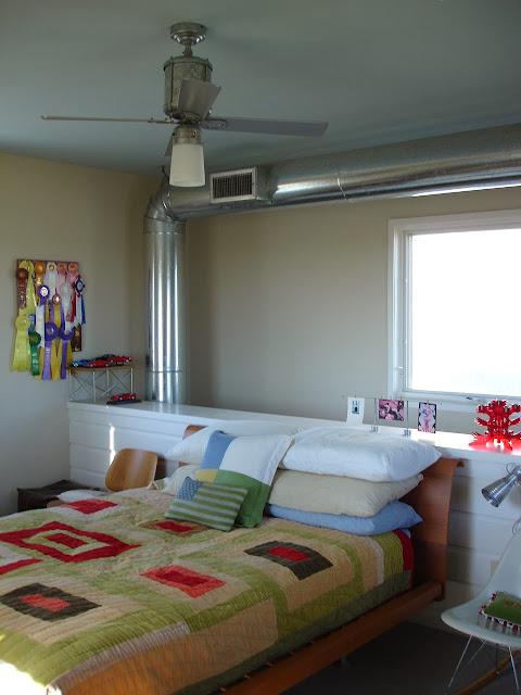 Dormitorio principal de casa de granjero contemporánea