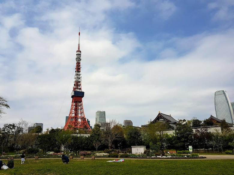 在芝公園遠看東京鐵塔