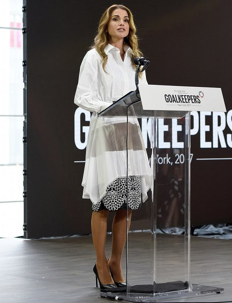 Queen Rania of Jordan attended as a speaker to the Goalkeepers 2017 (The Global Goals 2017) event. Queen Rania wore Fendi dress