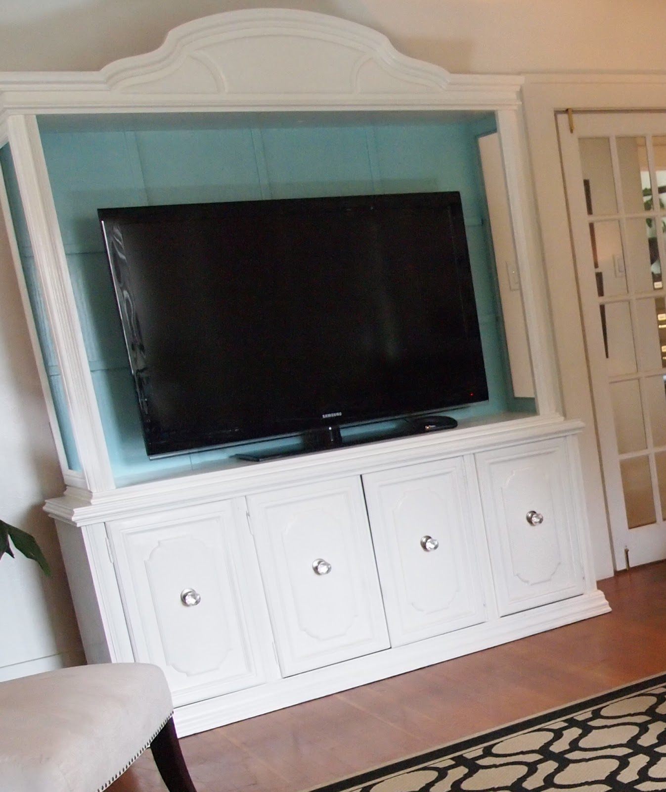 Refurbish Kitchen Cabinets: Divine Decor On A Dime: WHAT A LIL' PAINT CAN DO