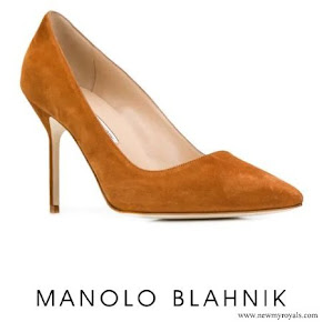 Meghan Markle wore  MANOLO BLAHNIK pointed toe pumps