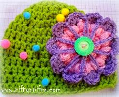 http://translate.google.es/translate?hl=es&sl=en&tl=es&u=http%3A%2F%2Fwww.niftynnifer.com%2F2013%2F04%2Fbig-flower-baby-hat-free-crochet.html