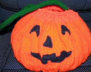 http://translate.google.es/translate?hl=es&sl=en&tl=es&u=http%3A%2F%2Fkimberlychapman.com%2Fcrafts%2Fknit-patterns-pumpkinbag.html