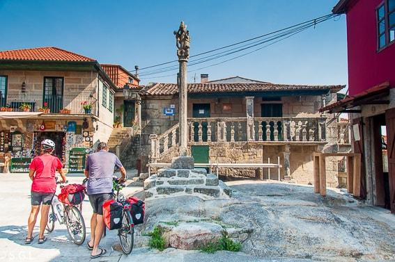 Plaza en Combarro. Visitando Galicia