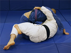 BJJ / Grappling tips: Passing the half guard: Dealing with the Underhook
