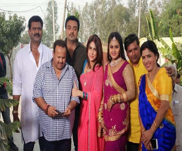 पंकज चौबे की शादी प्रियंका महाराज से और मनोज टाइगर की शादी स्वीटी सिंह से कराई गई हैं।