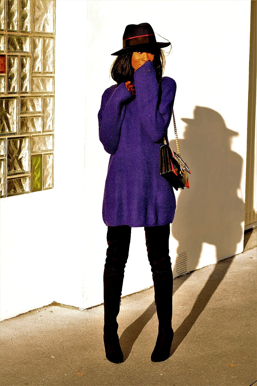 inspiration-look-automne-hiver-cuissardes-robe-pull-sac-bandouliere-chaine