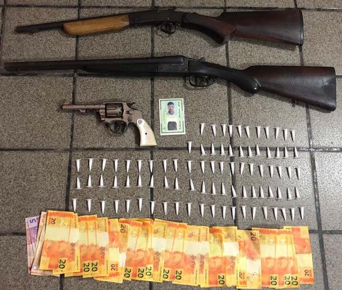 Ação conjunta da polícia apreende drogas, armas e prende traficante em Mairi
