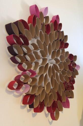 http://manualidadesreciclables.com/10785/decoracion-con-tubos-de-papel-higienico