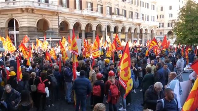 Hundreds of Italians protest against European Union, NATO