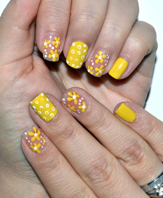 beauty, nails, diy nails, nail design, nail art, manicure, yellow nails, nails with flowers, natural nails