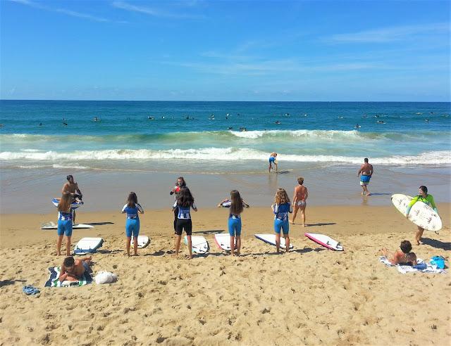 San Sebastian- surfing för tonåring