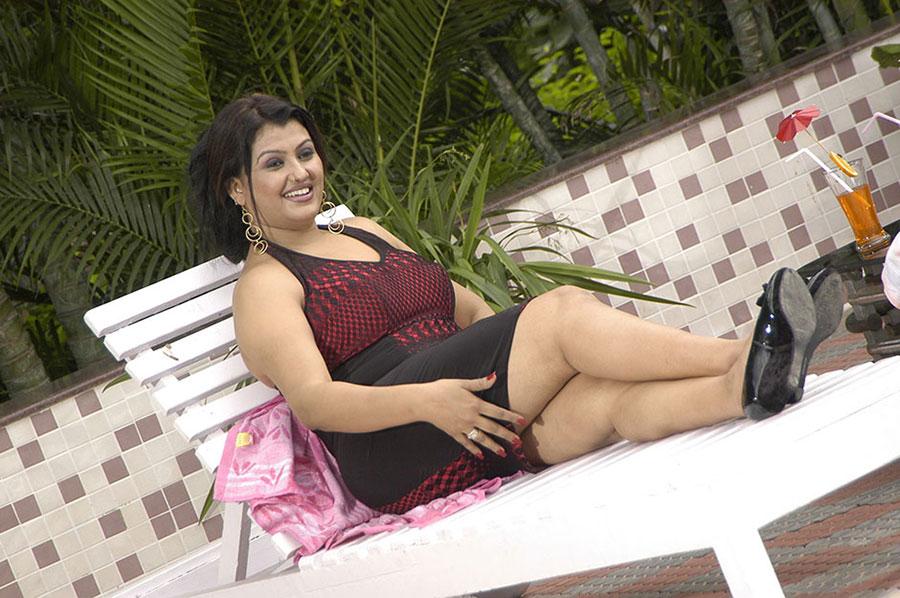 Mallu masala actress sona naughty poses new hot pics