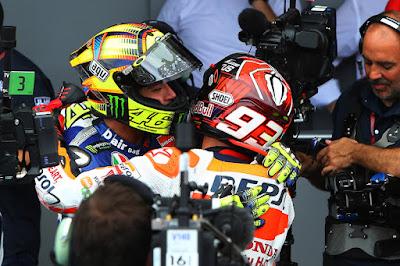 Jabat Tangan Marquez vs Rossi Ternyata Atas Desakan Dorna?