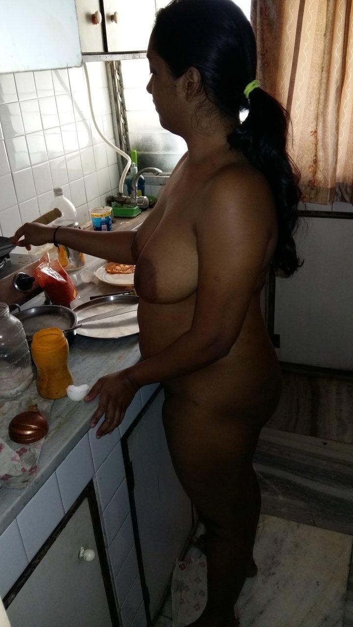 Indian hot bhabhi removing saree latest picture