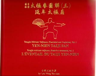 Yangjia Michuan Taijiquan (Transmission secrète du Taijiquan de la famille Yang) Volume 3: L'Eventail du Taiji Yen-Nien.  Illustré et commenté par Wang Yen-nien.