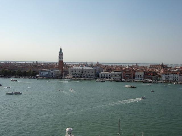 Výhled z věže kostela San Giorgio Maggiore na náměstí Svatého Marka